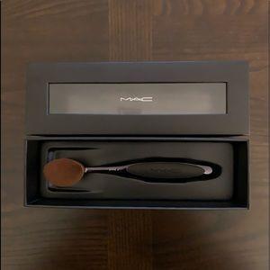 NWT MAC Oval 6 Makeup Brush